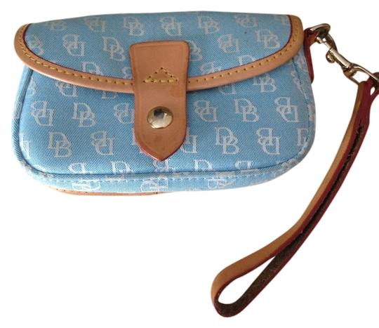 Preload https://img-static.tradesy.com/item/708595/dooney-and-bourke-00146716-baby-blue-wristlet-0-0-540-540.jpg