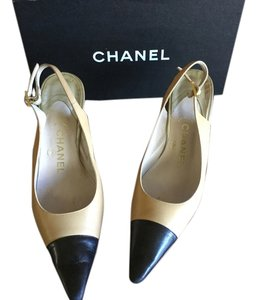 Chanel Camel and black Pumps