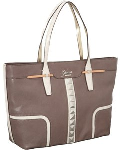 Guess Tote in Taupe