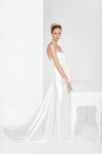 Preload https://img-static.tradesy.com/item/711011/cymbeline-paris-white-charmeuse-feminine-wedding-dress-size-8-m-0-0-540-540.jpg