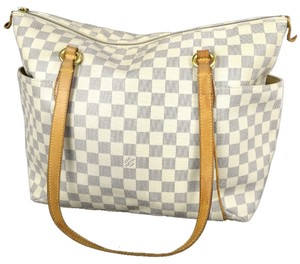 Louis Vuitton Neverfull Speedy Alma Gucci Balmain Chanel Wallet Monogram Shoulder Bag
