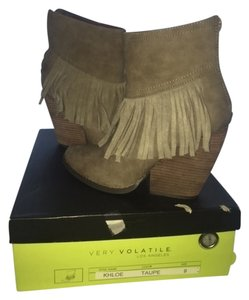 Very Volatile Fringe Hem Chunky Bootie taupe Boots