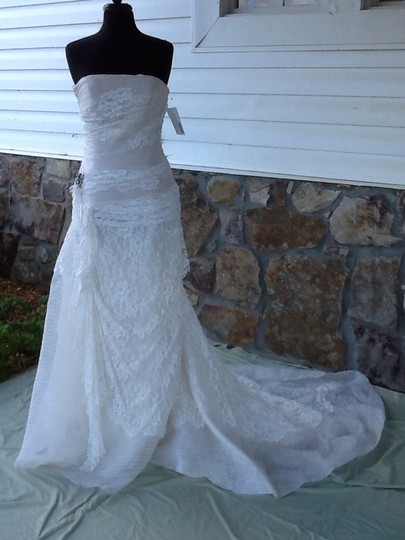 Preload https://item2.tradesy.com/images/pronovias-ivory-lace-dolphin-formal-wedding-dress-size-8-m-711481-0-0.jpg?width=440&height=440