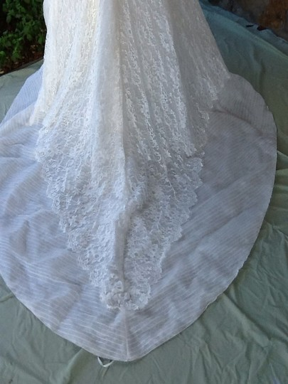 Pronovias Ivory Lace Dolphin Formal Wedding Dress Size 8 (M)