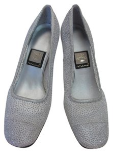 Nina Very Good Condition Size 7.00 M Leather Soles Silver Pumps