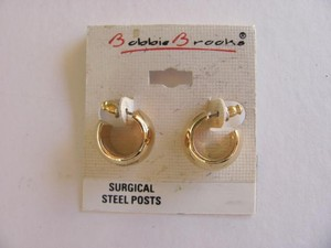 BOBBIE BROOKS WIDE GOLD PIERCED EARRINGS. NEW
