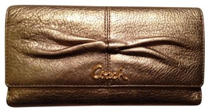 Coach Coach Parker Leather Checkbook Wallet F42451