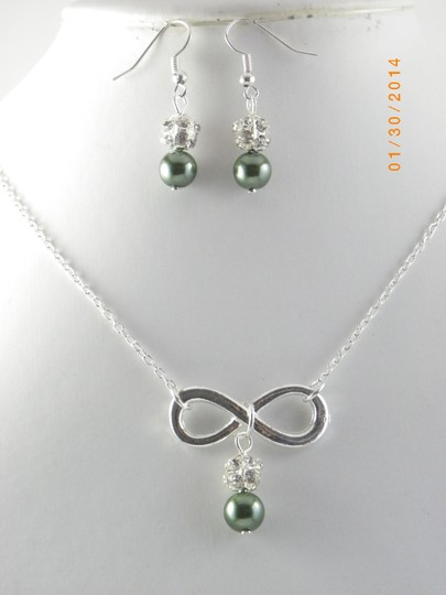 Preload https://img-static.tradesy.com/item/712962/green-sale-of-6-infinity-bridesmaid-necklace-and-earrings-6-infinity-charm-necklace-of-6-bridesmaid-0-0-540-540.jpg