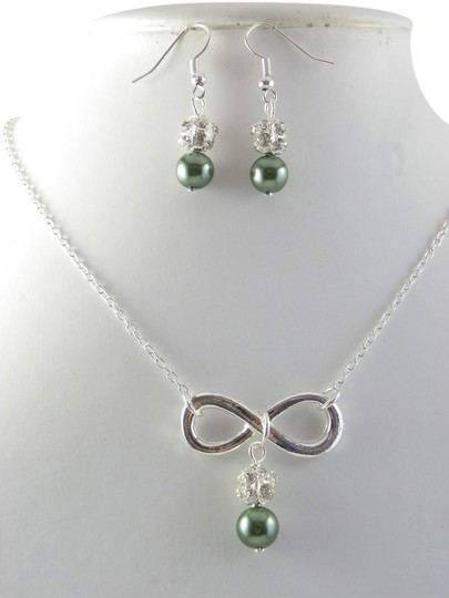 Preload https://item5.tradesy.com/images/green-set-of-pearl-necklace-and-earrings-infinity-charm-silver-plated-712979-0-0.jpg?width=440&height=440