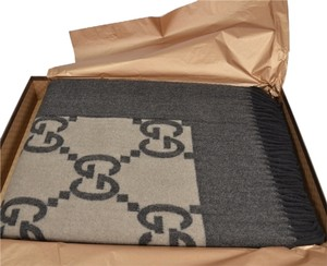 Gucci New Gucci brown throw blanket