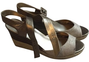 Bandolino Gold/tan Wedges