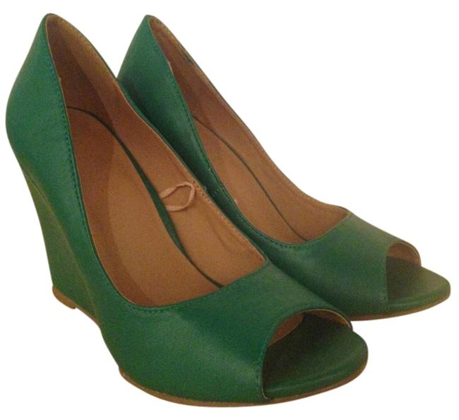 Item - Green Pleather Emerald Wedges Size US 5.5