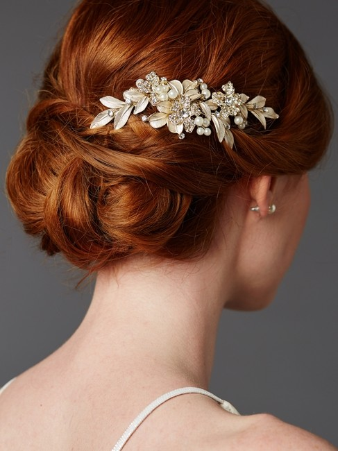 Item - Gold/Ivory. Leaf Crystal and Pearl Comb Hair Accessory