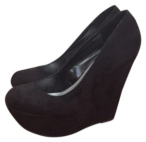 Breckelle's Blac Wedges