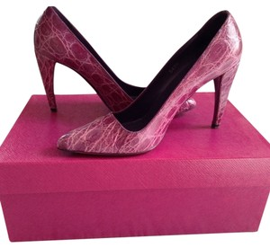 Prada Pump Croc-embossed Pink Pumps