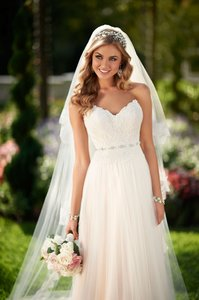 Essense Of Australia 6025 Wedding Dress