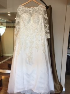 Royal/classic Style Long Sleeves Bridal Gown Lace Appliques See Through Back Wedding Dress Wedding Dress