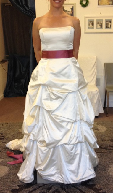 Item - Ivory Silk Formal Wedding Dress Size 4 (S)