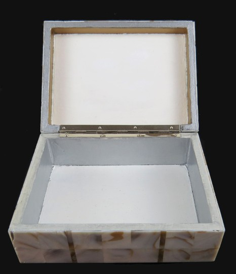 Other ANTIQUE * 1900 * JAPANESE KOMAI WARE & MOTHER OF PEARL BOX Image 9