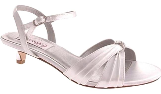 Item - White Fiesta Formal Shoes Size US 7 Regular (M, B)