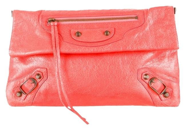 Item - Crossbody Classic Envelope Coral Leather Clutch