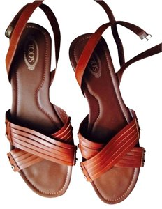 Tod's Tan Sandals