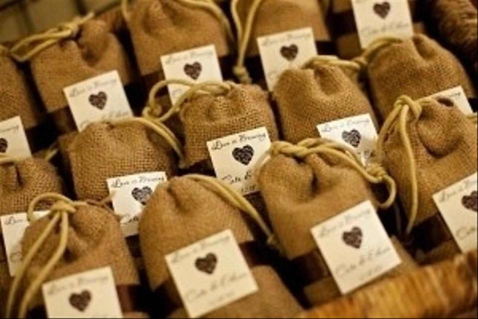 Wedding Gifts Packing Designs: Burlap Bags Jute Gift Pouches For Wedding Gift Packaging