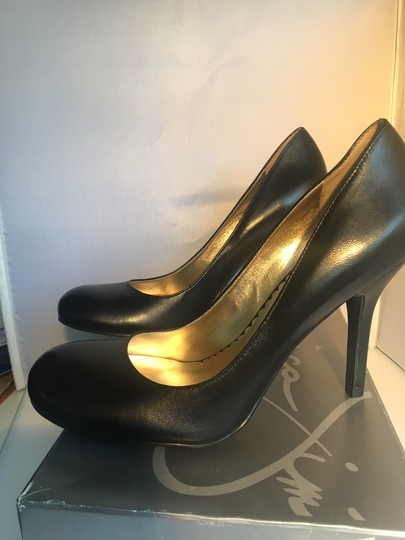 Jessica Simpson Round Toe Stiletto Black leather Pumps