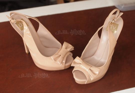 Dolce Vita Bow Slingback Patent Leather nude Pumps