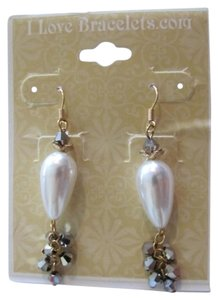 I LOVE BRACELETS .COM NEW ON CARD PEARL EARRINGS