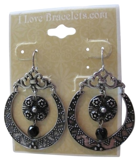 Preload https://img-static.tradesy.com/item/720975/silver-gunmetal-new-round-earrings-0-0-540-540.jpg