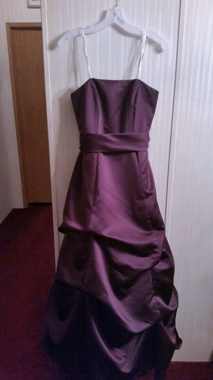 David's Bridal Plum Satin Strapless Formal Bridesmaid/Mob Dress Size 6 (S) Image 0