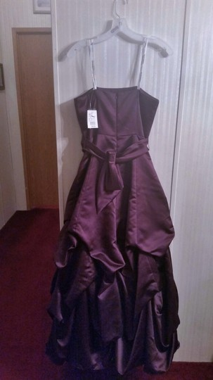David's Bridal Plum Satin Strapless Formal Bridesmaid/Mob Dress Size 6 (S) Image 3
