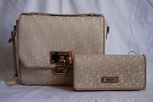 DKNY Heritage Logo Convertible W Lock Charm Continental Wallet Satchel in HEMP-SAND