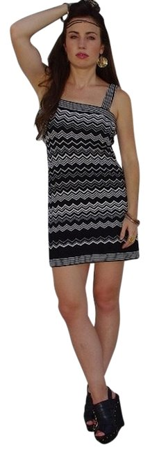 Preload https://item3.tradesy.com/images/missoni-boho-hippie-festival-chevron-dress-black-and-white-722322-0-0.jpg?width=400&height=650