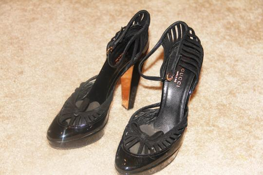 Gucci Hardware Heels Black/Gold Plated Sandals