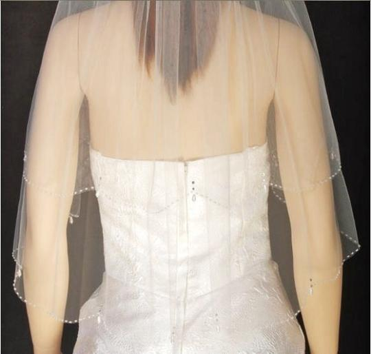 White Medium V S30s Bridal Veil