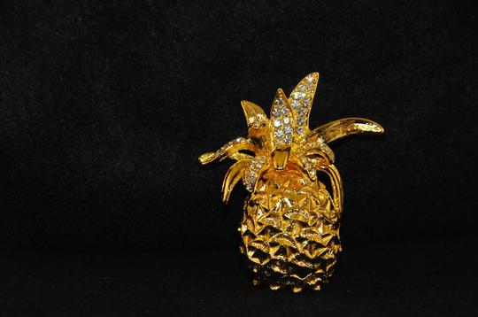 Kenneth Jay Lane Gold Plated Pineapple Brooch W/Clear Crystals On Top Warrenty Card NEW Image 1