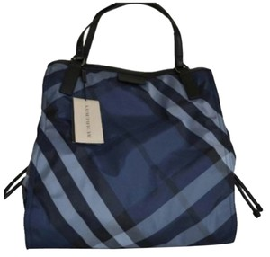 Burberry Zipper Tote in Navy check