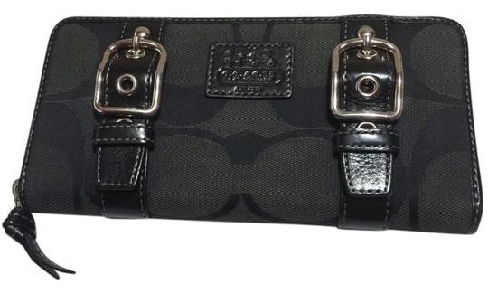 Preload https://img-static.tradesy.com/item/7249564/coach-carly-black-monogram-wallet-canvas-and-leather-clutch-0-4-540-540.jpg