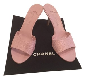Chanel Size 11 Signature Pink Mules