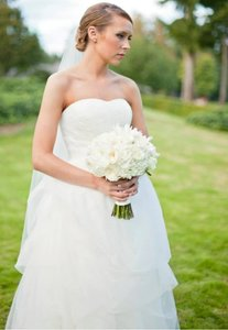 Vera Wang Vw351162 Wedding Dress