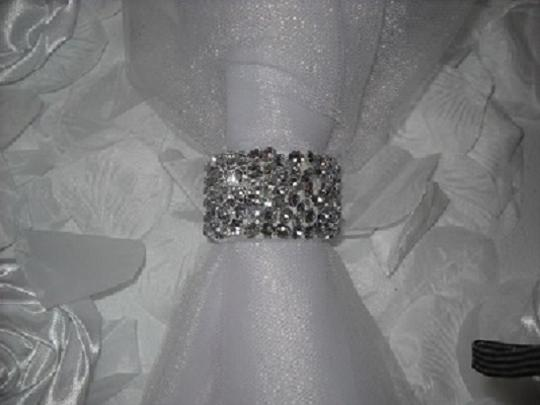 Preload https://item3.tradesy.com/images/silver-100-crystal-diamond-rhinestone-reception-party-napkin-rings-tableware-725222-0-0.jpg?width=440&height=440