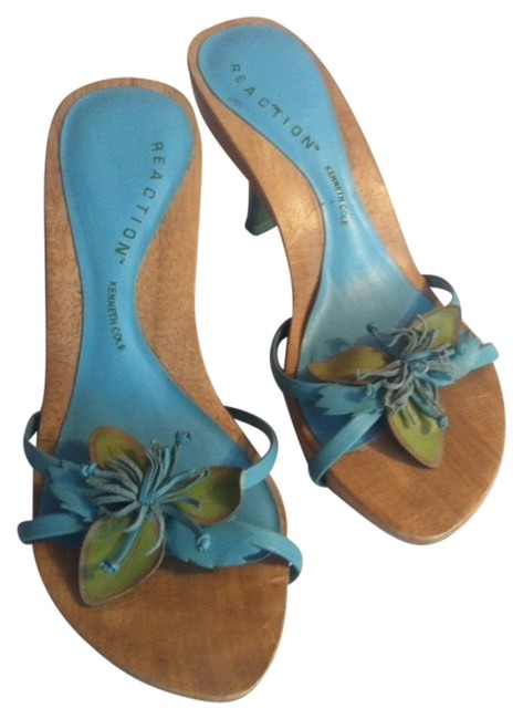 Item - Blue and Green Sandals Size US 5.5