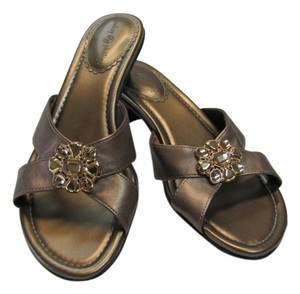 Lindsay Phillips Size 8.00 M Great Condition Gold Sandals