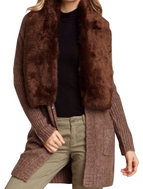 Preload https://item4.tradesy.com/images/romeo-and-juliet-couture-fur-coat-size-8-m-727158-0-0.jpg?width=400&height=650