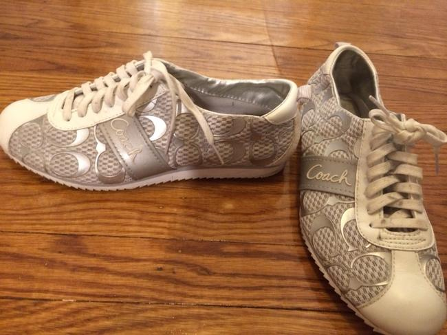 Item - White and Silver Sneakers Size US 8 Regular (M, B)