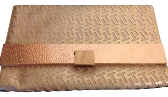 Preload https://img-static.tradesy.com/item/728163/ted-baker-pink-gold-leather-clutch-0-0-540-540.jpg