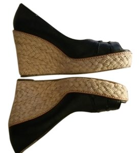3029bdfb798 Banana Republic Wedges - Up to 90% off at Tradesy