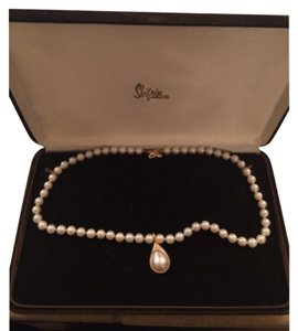 Pearl necklace and pendant